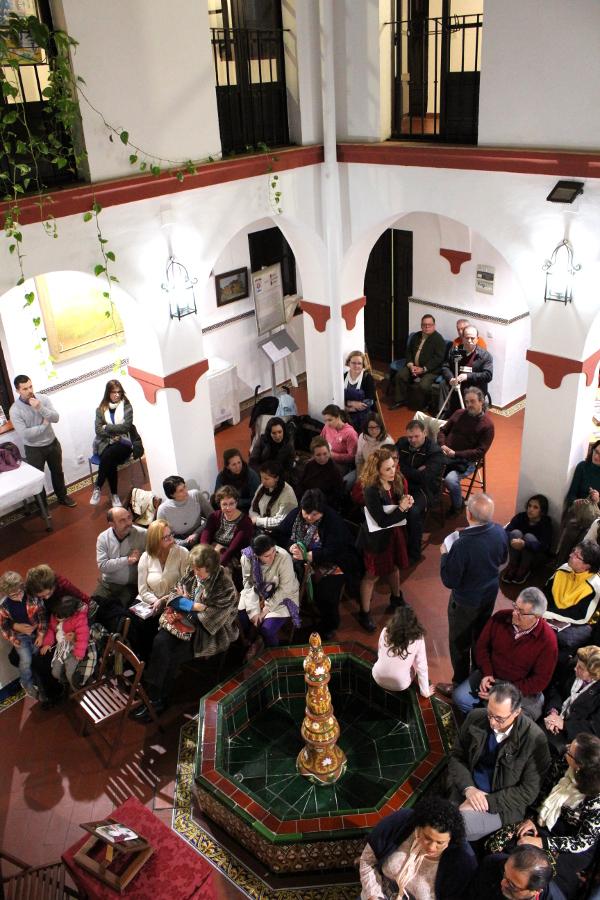 Escena en la presentación de 'Teatro, Psicología y Vida Cotidiana' en la Casa de la Cultura del Ayto. Castilleja de la Cuesta, Sevilla.